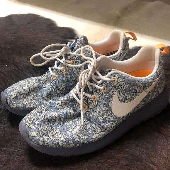 brand new 6dc2e 68cd5 Nike Roshe - Paisley Print. M 5ba5a0d312cd4a4f6740f1c0
